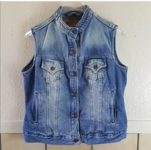 Levi Strauss Signature Misses denim vest GUC